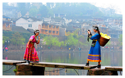 Wear Tujia or Miao costumes in Feanghuang